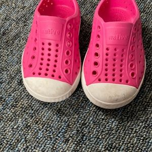 Native size C4 baby girl shoes. Pink. As is